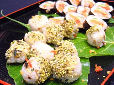 现做精致可爱的小饭团与寿司试吃